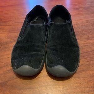 Size 4 black keens